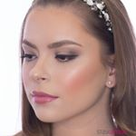 Aj naša ambassadorka Stayunique Adela nám v jednom z najnovších videí prezradila svoje tipy a triky ako na dokonalý svadobný makeup! ❤️👰🏻 . . 📸 @stayunique_skcz  Makeup @beauty.by.adela  Modelka @patriselita . Použité produkty Bodyography Foundation Primer Hydrating Sigma Eyeshadow Base Primer – Persuade Nabla Close-up Concealer – Porcelain Nabla Eyeshadow Refill – Camelot E Style Mono Matt Eye Shadow – White Coffee Sigma Gel Eye Liner – Wicked Wunder2 WUNDEREXTENSIONS Mascara Wunder2 Last & Foundation – Porcelain Bodyography Silk Cream Foundation Palette  Bodyography Every Finish Powder – 10 Nabla Close-up Setting & Baking Powder Nabla Pressed Highlighter – Venus Sigma Aura Powder Blush – In The Saddle Wunder2 Dual Precision Brow Liner – Black/Brown Nabla Velvetline Lip Pencil – Jolie Bodyography Lip Gloss – French Kiss