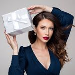 Darček ? Tento rok sa trafíš ! 🎁🌲🙏👌 www.stayunique.sk //www.stayunique.cz⠀ ⠀ ⠀ ⠀⠀ FOR @stayunique_skcz⠀⠀ ♥️Photo @jakubecmichal ⠀ ♥️Makeup @duffismakeup ⠀⠀ ♥️Retouch @nikol.t.lokin ♥️Model @dominika.cc ⠀ ⠀ ♥️ #stayuniqueskcz #makeup #licenie #licebi #veganbeauty #crueltyfree #tipynadarky #tipynadarceky #nablacosmetics #Wunderbrow #wundercosnetics #bodyography #revolutionpro #beautyblender #makeupobsession #revolutionskincare @wunder2ukraine