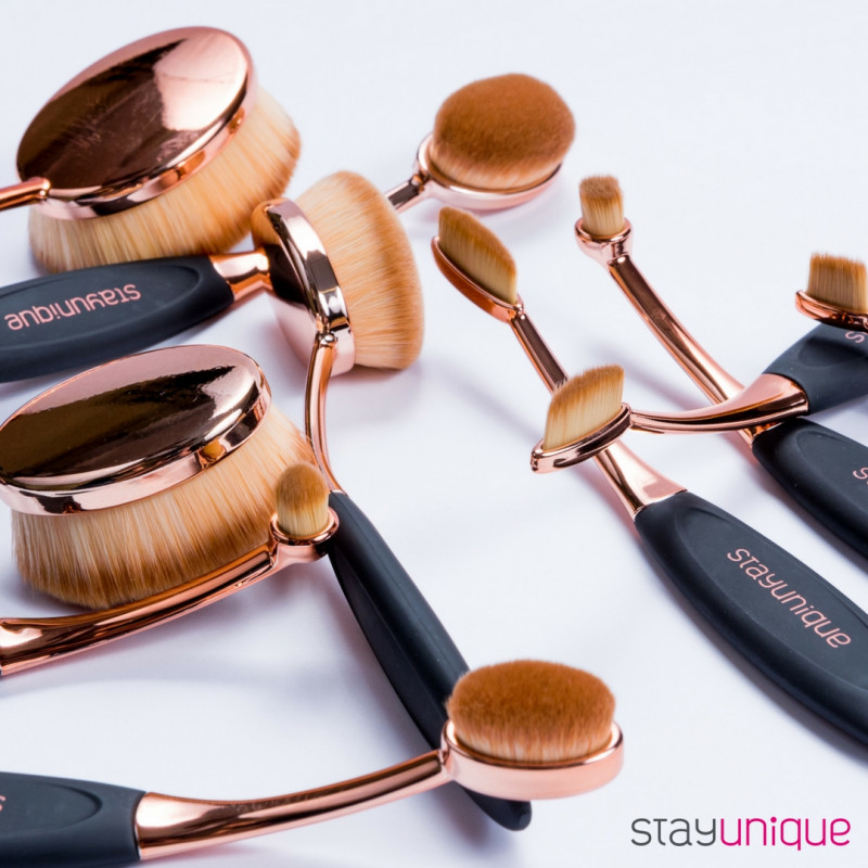 StayUnique MAKEUP OVAL BRUSH SET